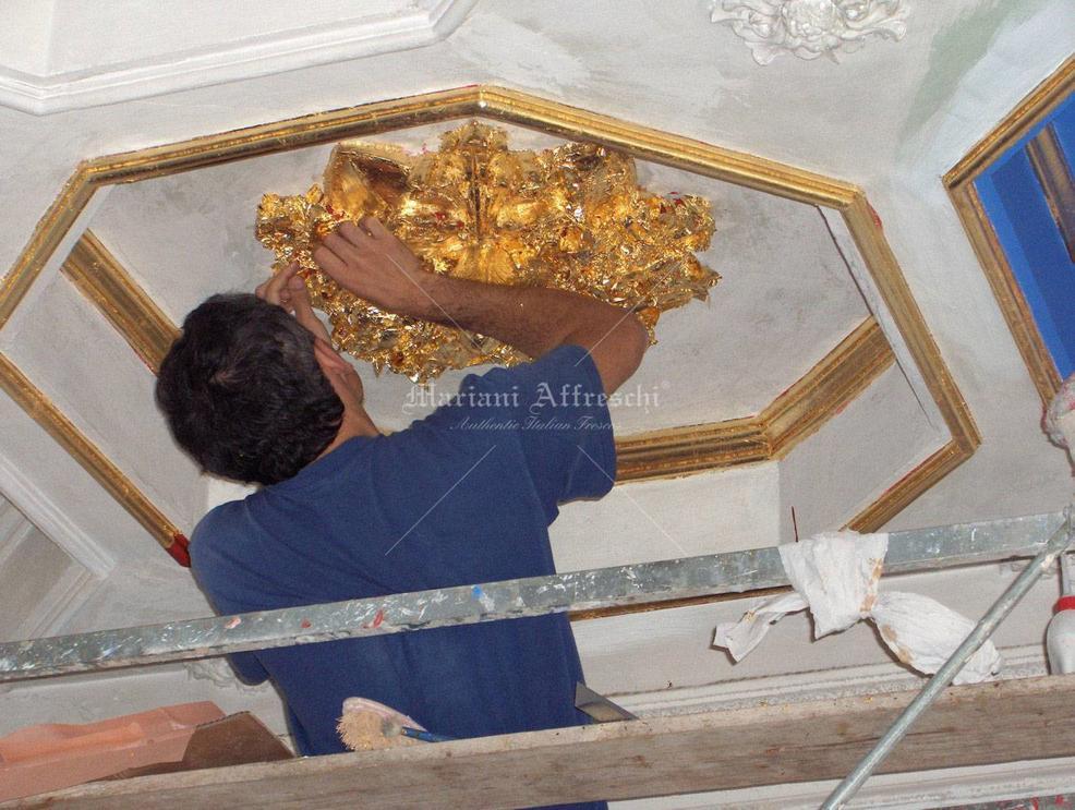 Decorazioni Soffitto Gesso: Camera da letto con realizzazione di cornici in g...